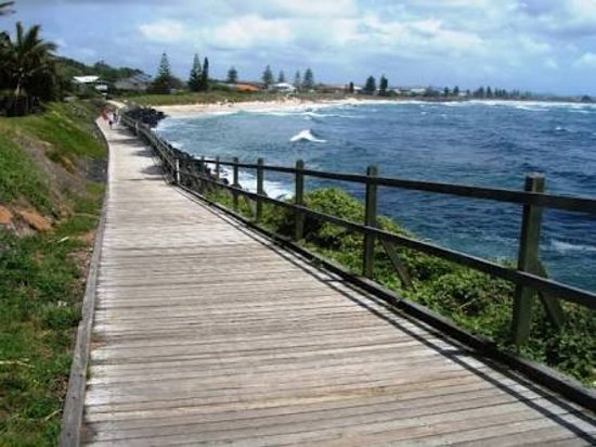 Lennox Head, Australia: Back towards town from boardwalk