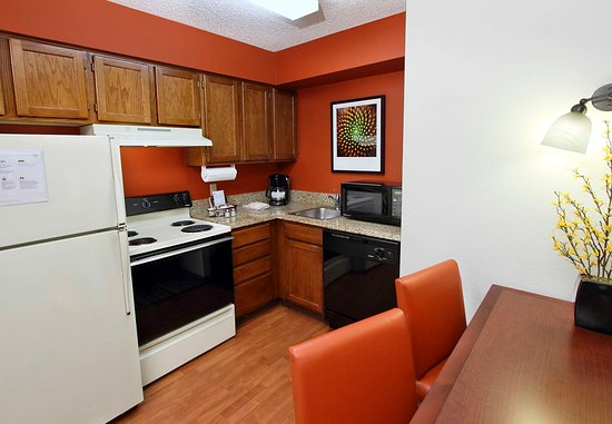 Milpitas, CA: Fully-Equipped Kitchen