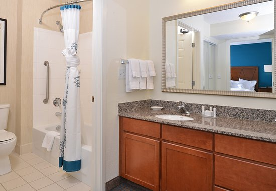 Loveland, CO: Suite Bathroom