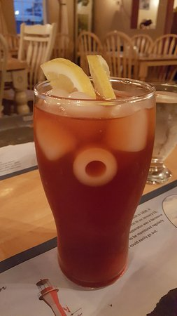 Yarmouth, Kanada: fresh brewed ice tea - have not seen ice cubes like that in a long time