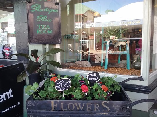 Laidley, Australia: Flower trolley outside window