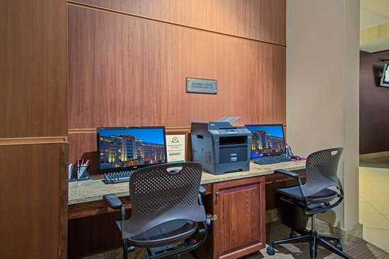 Wauwatosa, WI: 24 hour Business Center with printing and fax capabilities