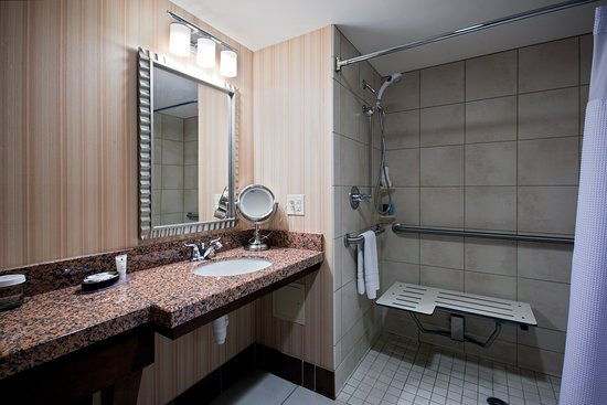 Wauwatosa, WI: Wheelchair Accessible Bathroom