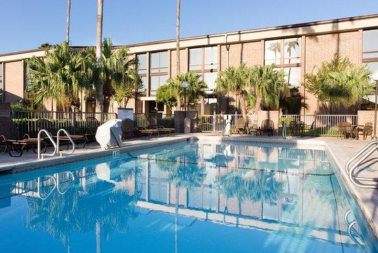 Drury Inn McAllen: Outdoor Pool