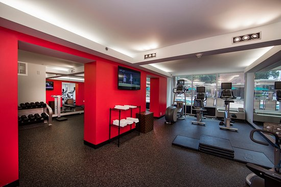 Atenas, GA: Cardio workout overlooking the outdoor pool with tv's everywhere