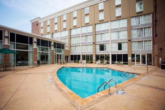 Atenas, GA: Perfect pool location steps away from your guest room