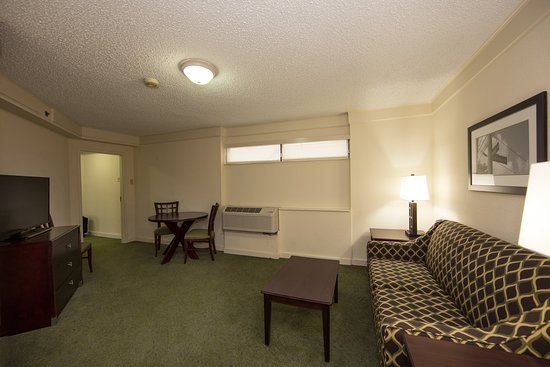 Athens, GA: Executive Tower Suite Non-Smoking with separate bed room