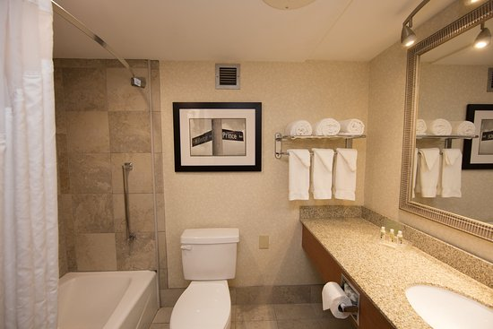 Athens, GA: Well appointed guest bathrooms in all North Tower Rooms