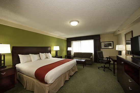 Athens, GA: Executive Tower Suite Non-Smoking with one king bed.