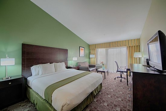 Holiday Inn Express Solana Beach New King Bed Guest Room