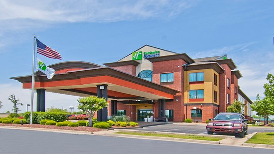 Holiday Inn Express Olive Branch: Hotel Exterior