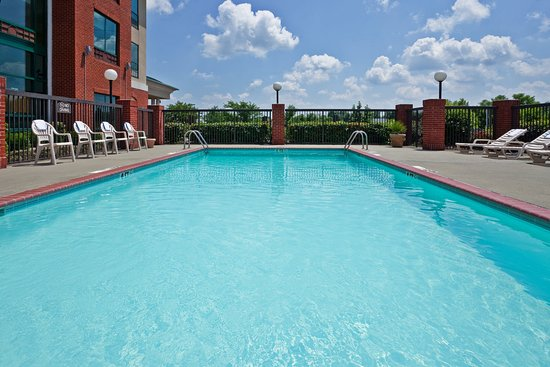 Holiday Inn Express Olive Branch: Swimming Pool
