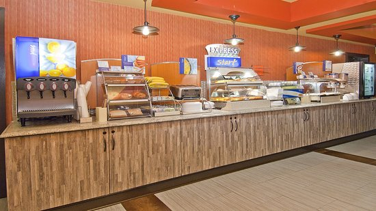 Holiday Inn Express Olive Branch : Breakfast Bar