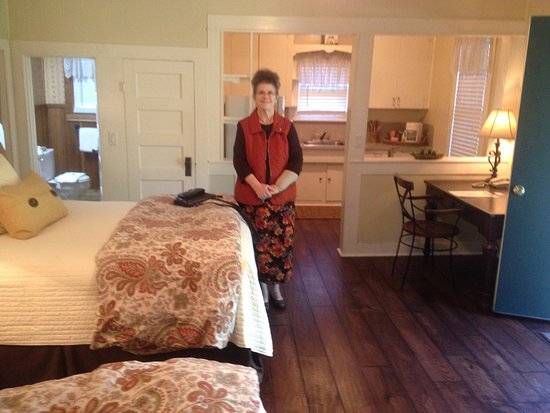 Rockdale, TX: School House suite and kitchenette