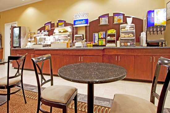 Holiday Inn Express Columbus at Northlake: Enjoy A Free Hot Breakfast Buffet Each Morning
