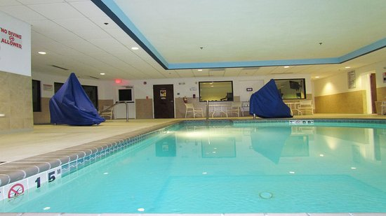 Holiday Inn Express Chesapeake: Swimming Pool