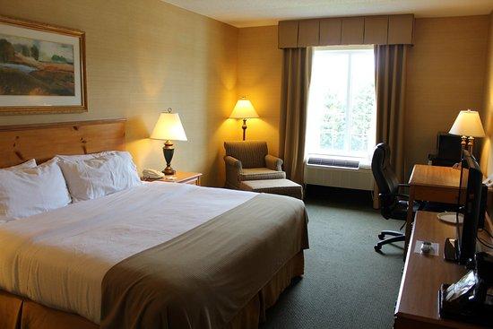 Warrenton, VA: King Bed Guest Room