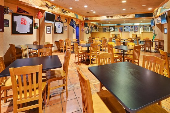 Mount Vernon, IL : Hometown Sports Grill