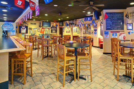 Mount Vernon, IL: Hometown Sports Bar