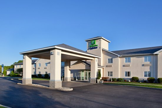 Holiday Inn Express Vermillion: Hotel Exterior