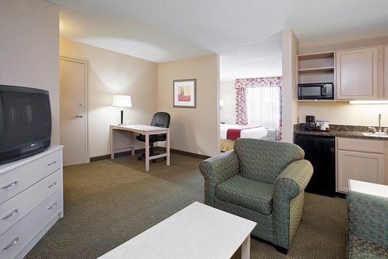 Holiday Inn Express Vermillion: Suite