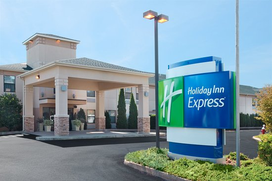 Holiday Inn Express Vernon: Hotel Exterior