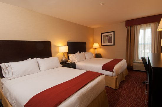 Holiday Inn Express Vernon: Two Queen Bed Room