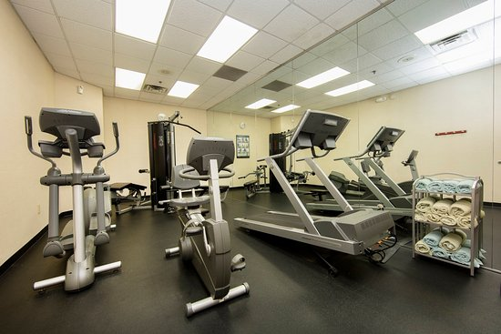 Atenas, GA: Cardio until your hearts content at Holiday Inn Express