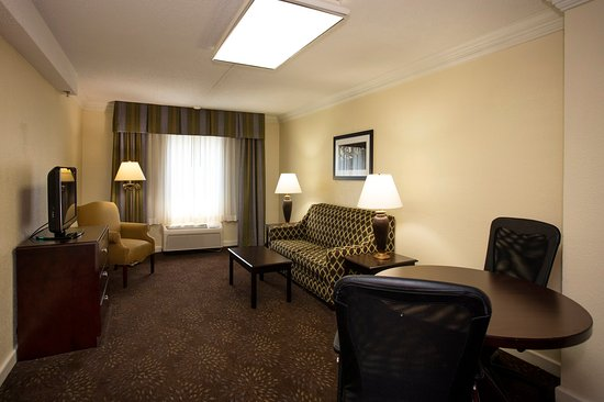 Holiday Inn Express Athens: The perfect place for a small meeting with separate bedroom