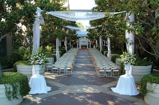 Cupertino, CA: Wedding Staging