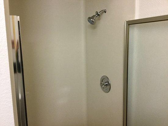 Fife, WA: Shower.