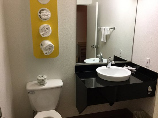 Fife, WA: Basin and toilet.