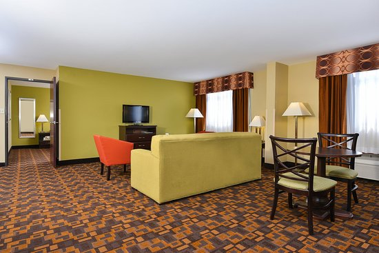 Mount Prospect, IL: Executive Suite