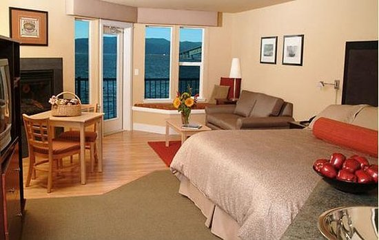 Cannery Pier Hotel: King Guest Room