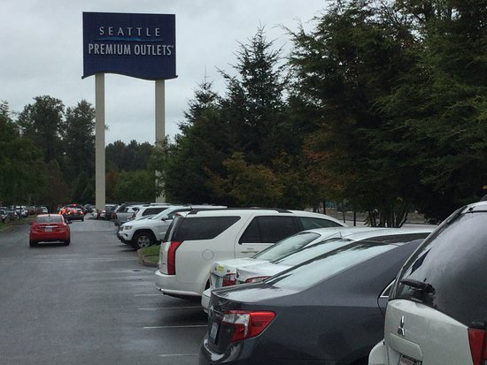 Marysville, WA: Seattle Premium Outlets (parking lot).