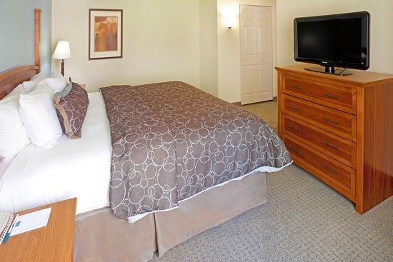 Staybridge Suites Dallas-Las Colinas Area: Queen Bed Guest Room