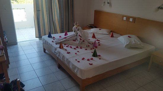 Hotel Iris: The bed on my wifes birthday