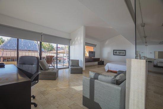 Holiday Inn Resort Ixtapa : Suite