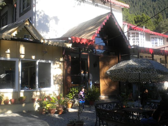 Swiss Cottage: Hotel Entrancs