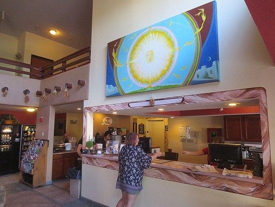 Super 8 Santa Fe: Front desk and breakfast serving area