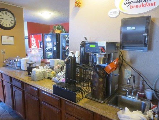 Super 8 Santa Fe: Some breakfast choices