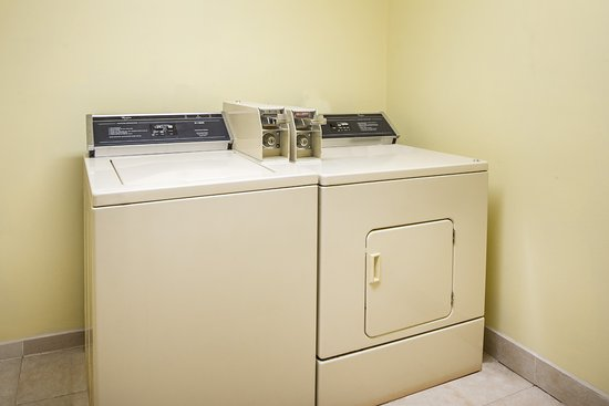 Super 8 Colby: Guest Laundry