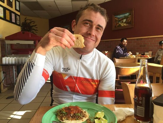 Pescadero, Califórnia: Enjoying great tacos on a bike ride