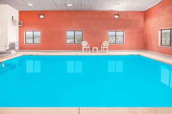 Van Buren, AR: Indoor heated pool