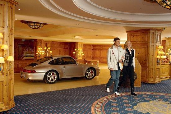 Interalpen-Hotel Tyrol: Luxury hotel garage