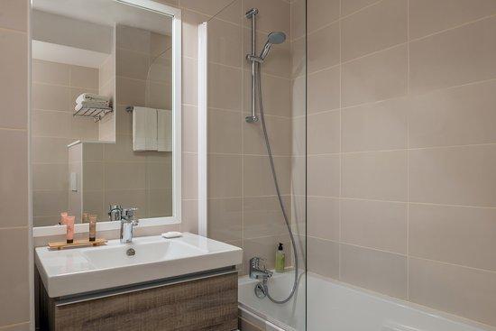 Bathroom ,Citadines La Defense Paris