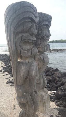 Honaunau, HI: Two Ki'i guardians