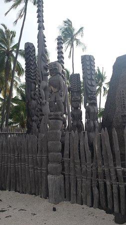 Honaunau, HI: Totems at the Hale o Keawe