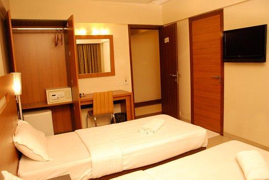 Hotel Tanish Residency Photo