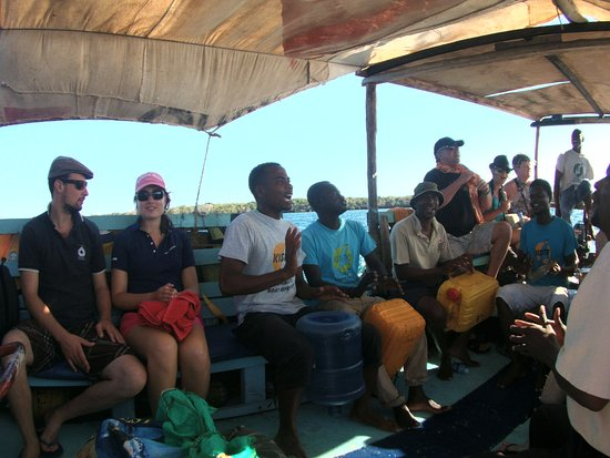 Shimoni, Kenya: The boat crew entertaining